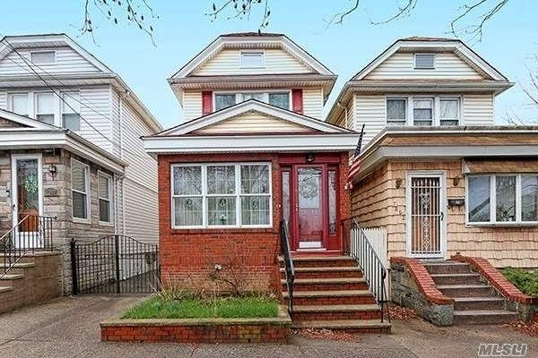 Single Family Home at Queens
