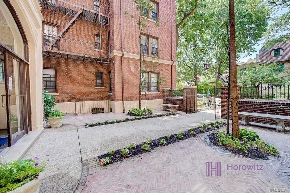 22. Co-op Properties for Sale at 150 Burns St , 2D Forest Hills, Queens, NY 11375