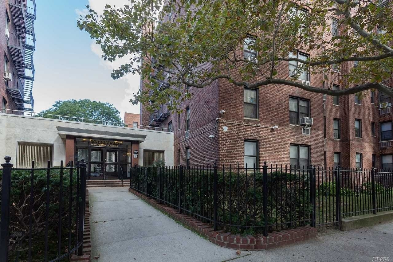 Co-op Properties for Sale at 141-05 Pershing Crescent, 602 Briarwood, Queens, NY 11435