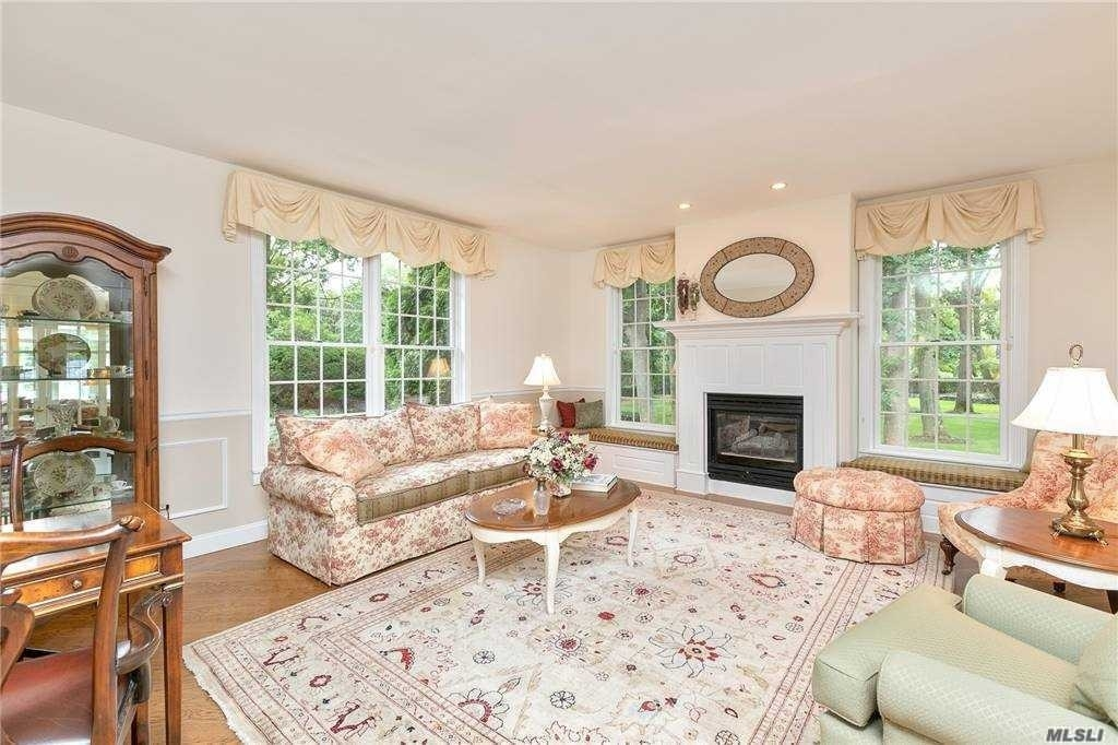 9. Single Family Homes for Sale at Nissequogue, NY 11780