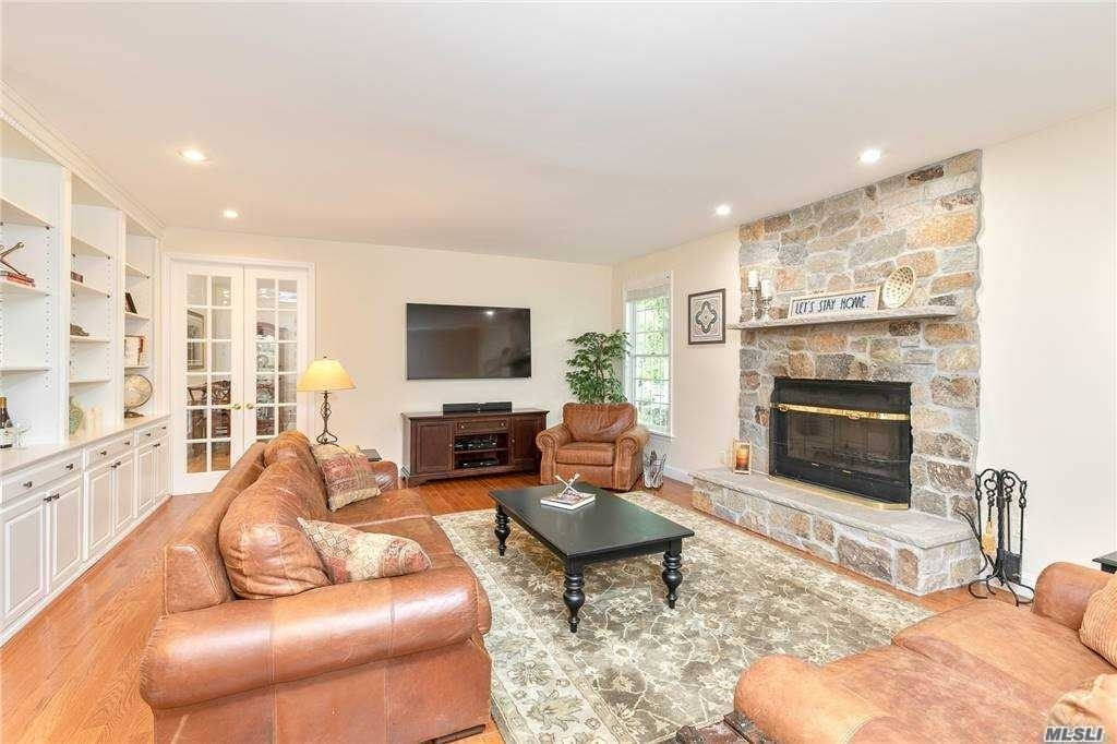 11. Single Family Homes for Sale at Nissequogue, NY 11780