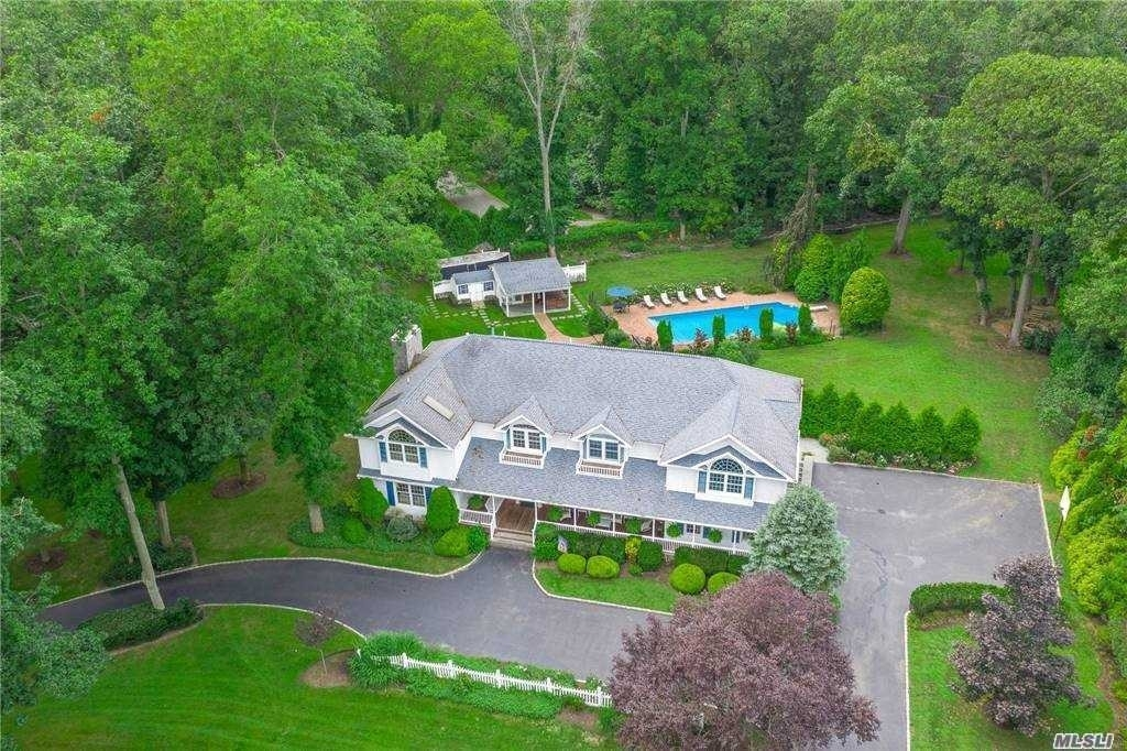 35. Single Family Homes for Sale at Nissequogue, NY 11780
