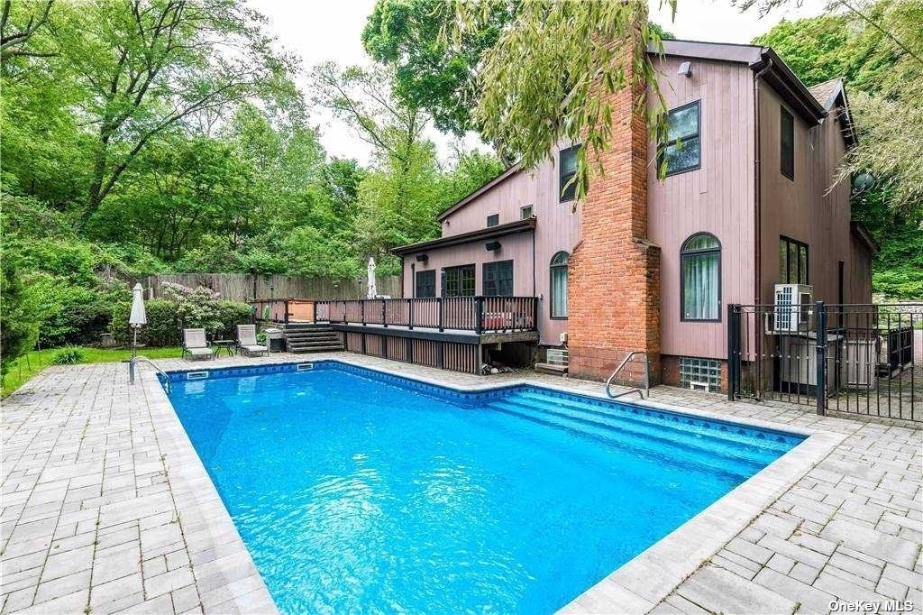 Single Family Home for Sale at Douglaston Hill, Queens, NY 11363