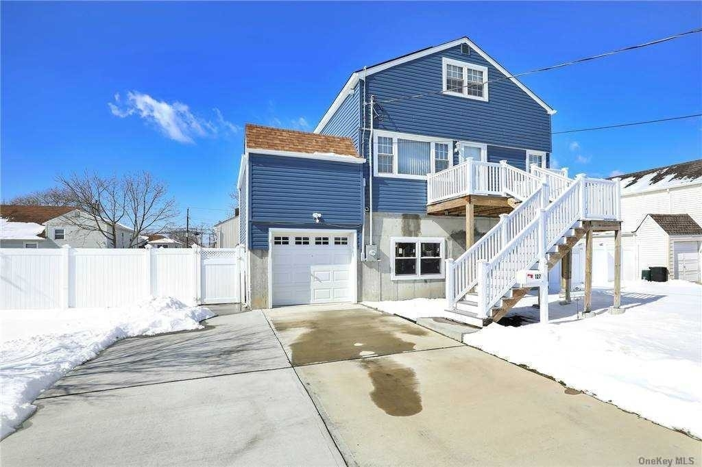 Single Family Home for Sale at Harbor Isle, Island Park, NY 11558