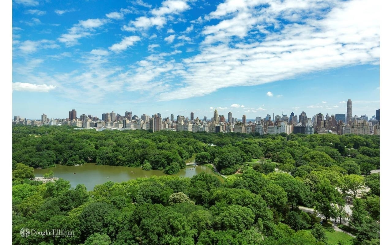 Co-op Properties для того Продажа на The Majestic, 115 Central Park West, 24C Lincoln Square, New York, NY 10023