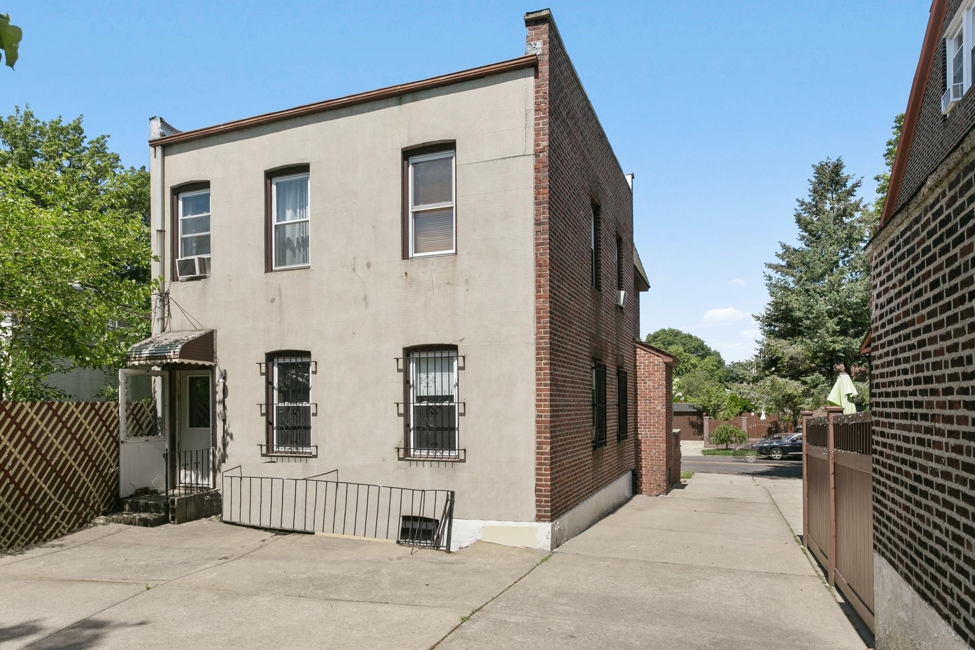 13. Multi Family Townhouse для того Продажа на Forest Hills, Queens, NY 11375