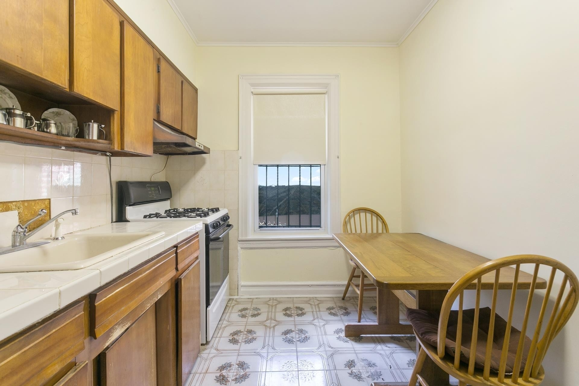 7. Multi Family Townhouse для того Продажа на Forest Hills, Queens, NY 11375