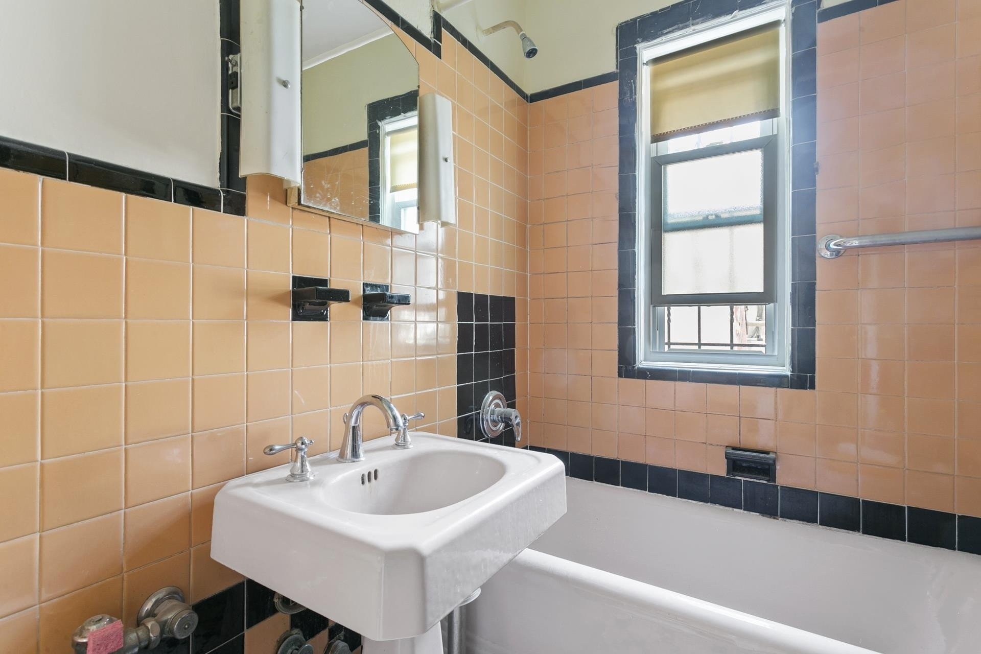 10. Multi Family Townhouse для того Продажа на Forest Hills, Queens, NY 11375
