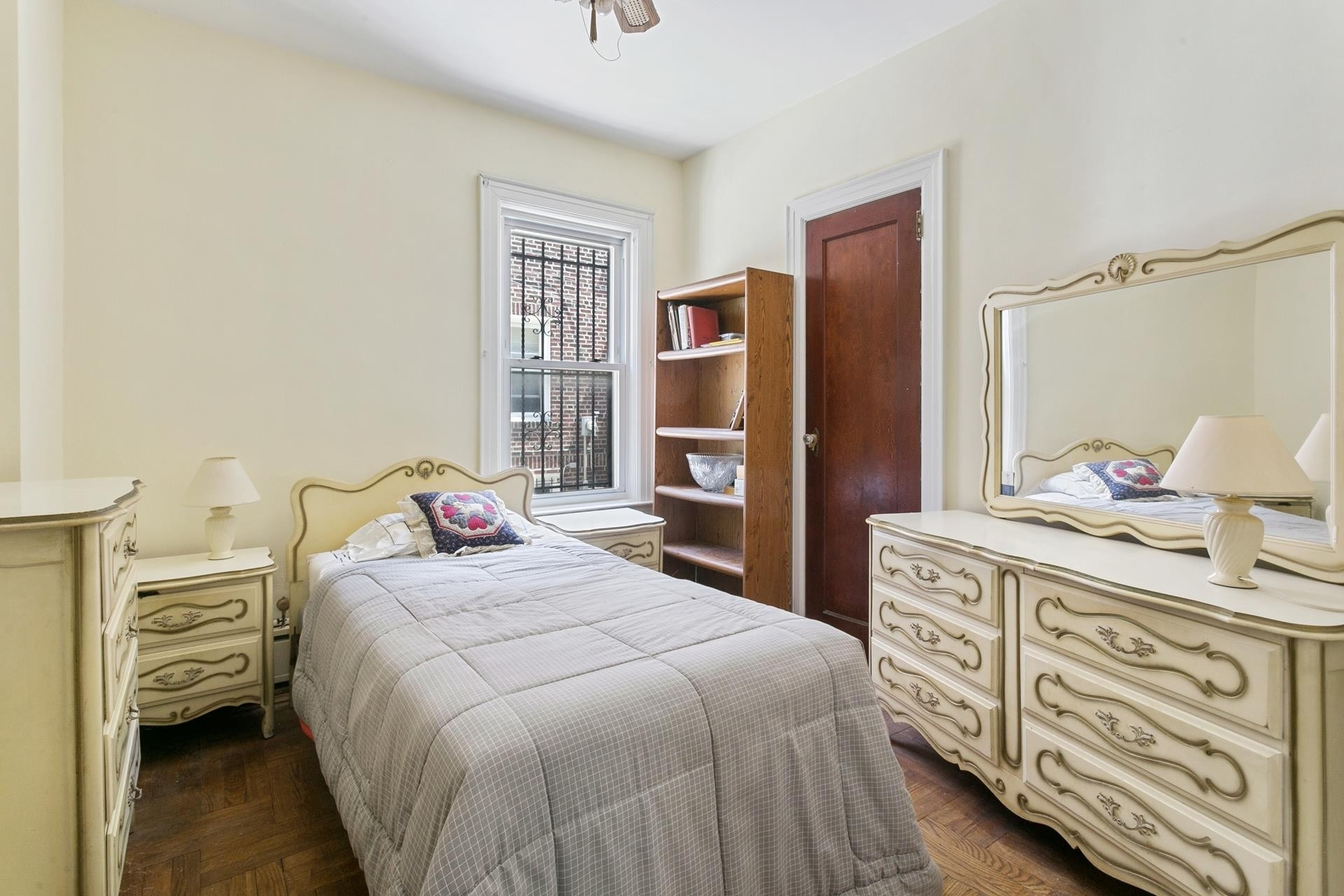 8. Multi Family Townhouse для того Продажа на Forest Hills, Queens, NY 11375