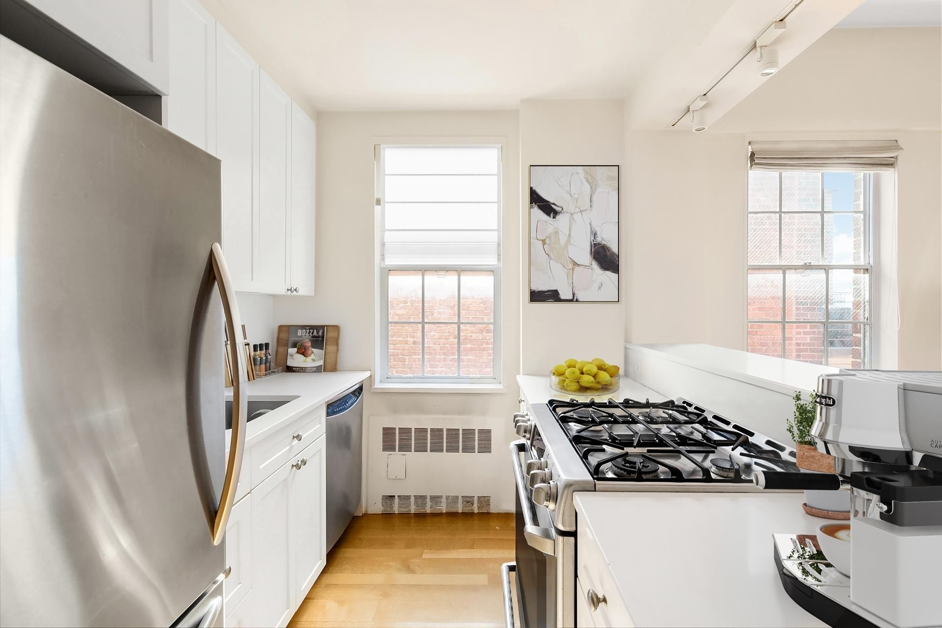4. Co-op Properties por un Venta en 2 Horatio St, 17R West Village, New York, NY 10014