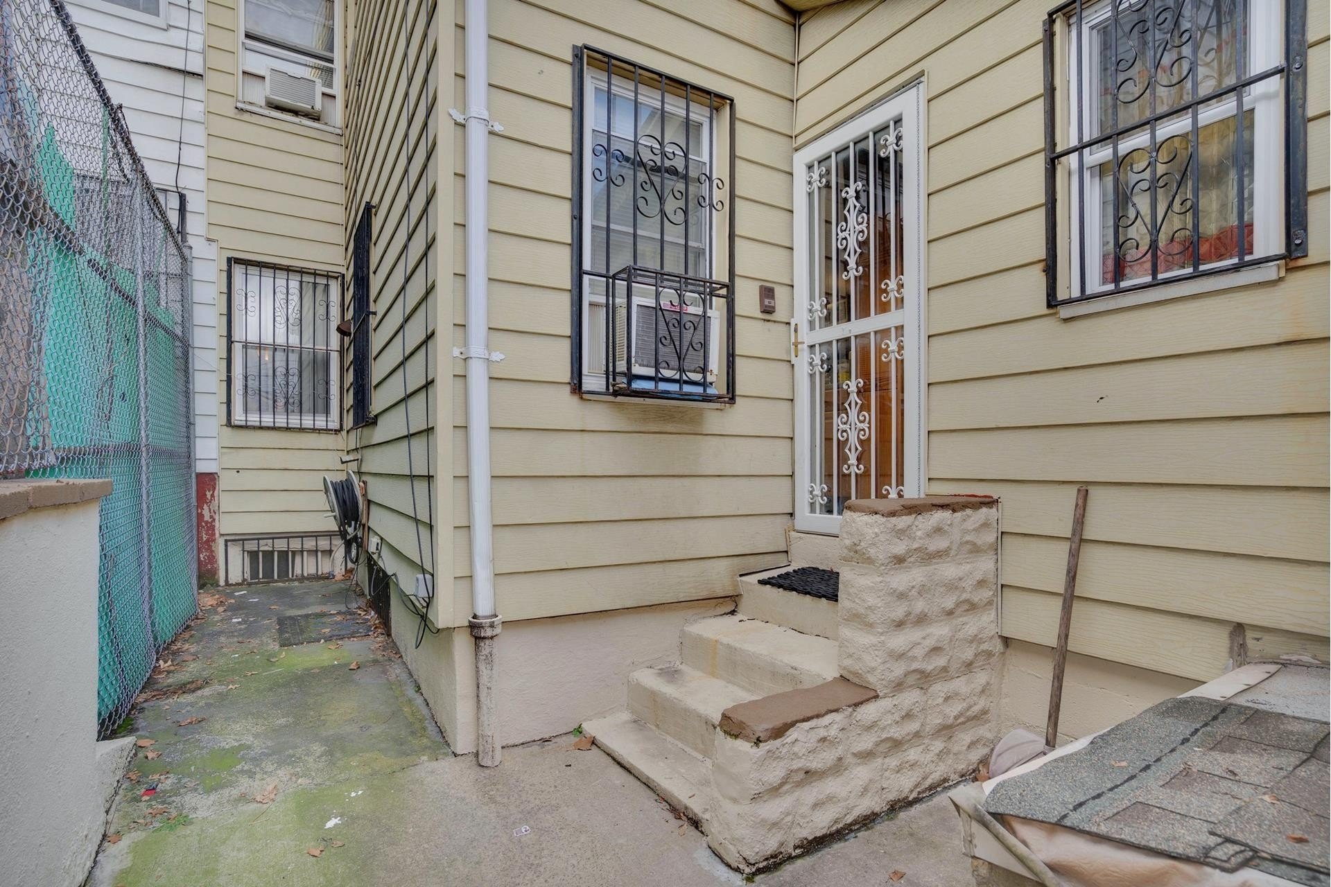 24. Single Family Homes pour l Vente à Jackson Heights, Queens, NY 11369