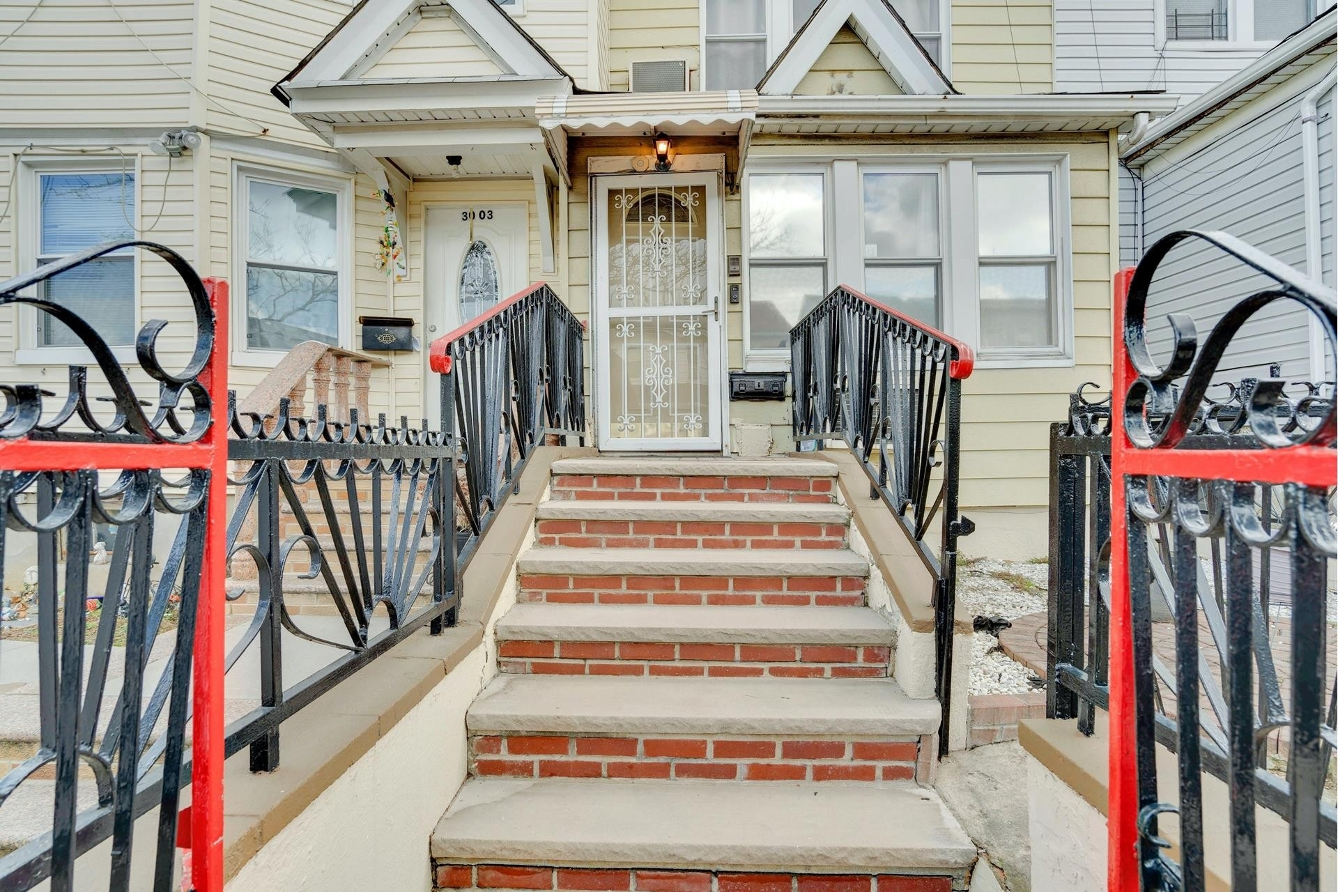 4. Single Family Homes pour l Vente à Jackson Heights, Queens, NY 11369