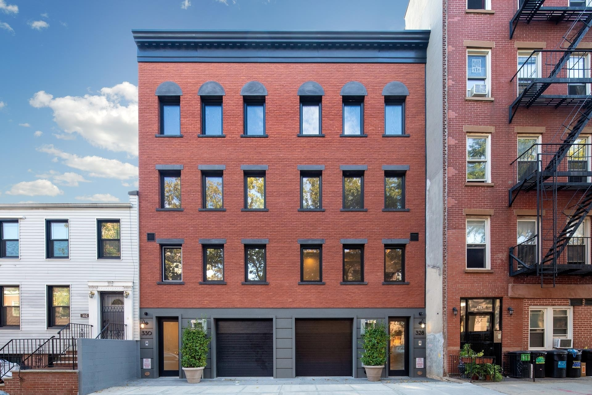 15. Single Family Townhouse for Sale at 330 SACKETT ST , TOWNHOUSE Carroll Gardens, Brooklyn, NY 11231