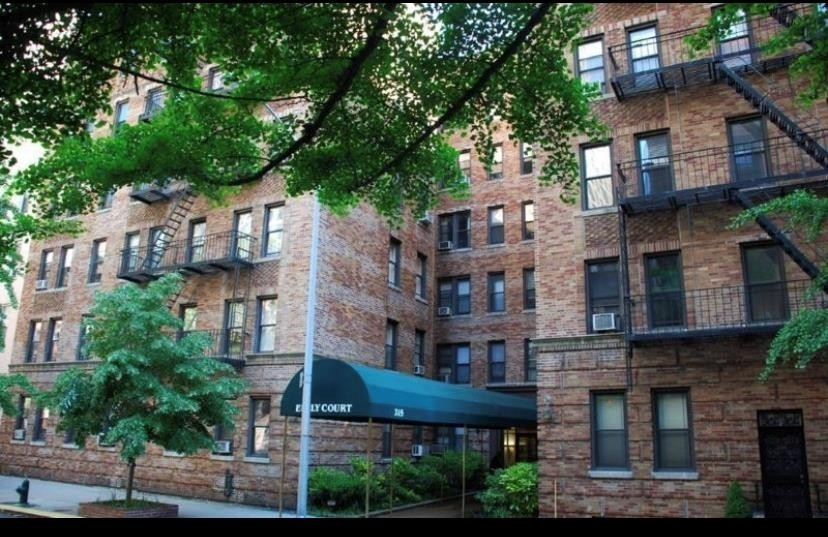 Condominium at 215 East 80th St, 3C Yorkville, New York, NY 10021