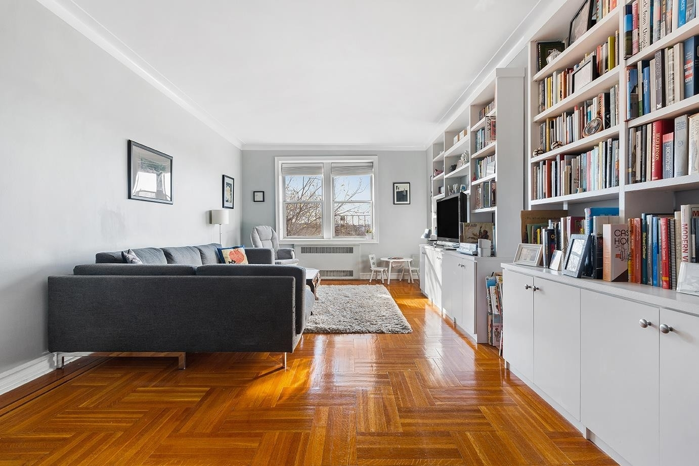 1. Co-op Properties pour l Vente à 280 Ocean Pkwy, 5E Kensington, Brooklyn, NY 11218
