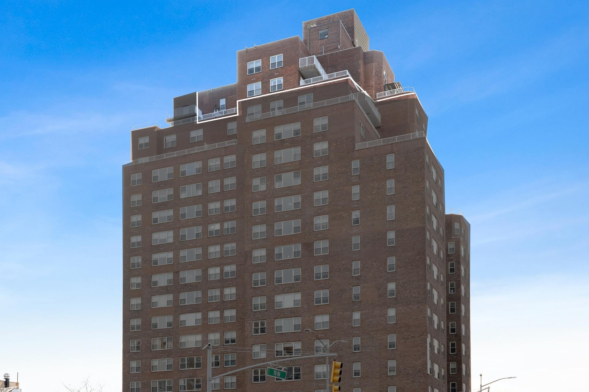 Co-op Properties 為 特賣 在 107-40 Queens Boulevard, PH-1 Forest Hills, Queens, NY 11375