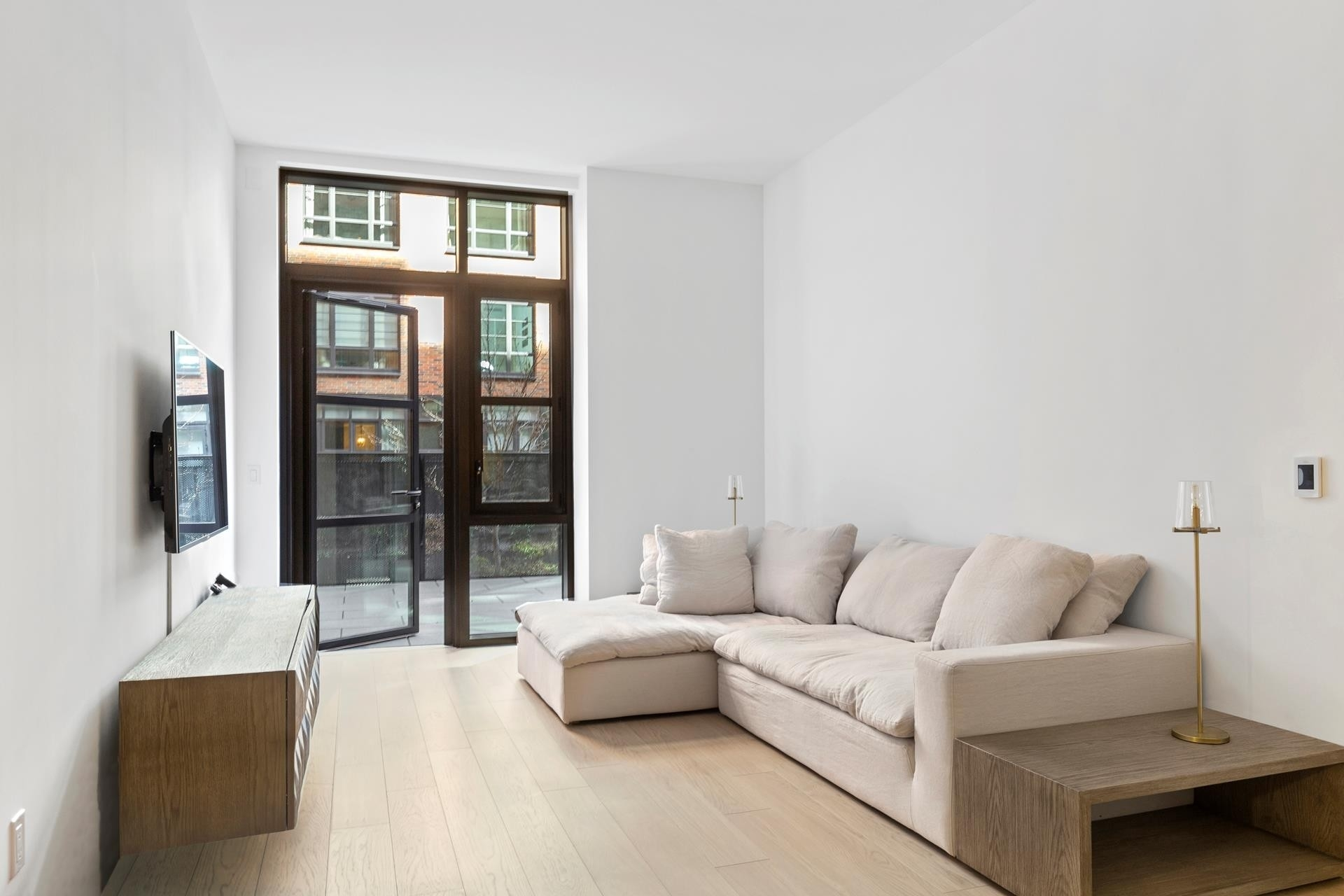 1. Condominiums por un Venta en Steiner East Village, 438 E 12TH ST , GARDENB East Village, New York, NY 10009
