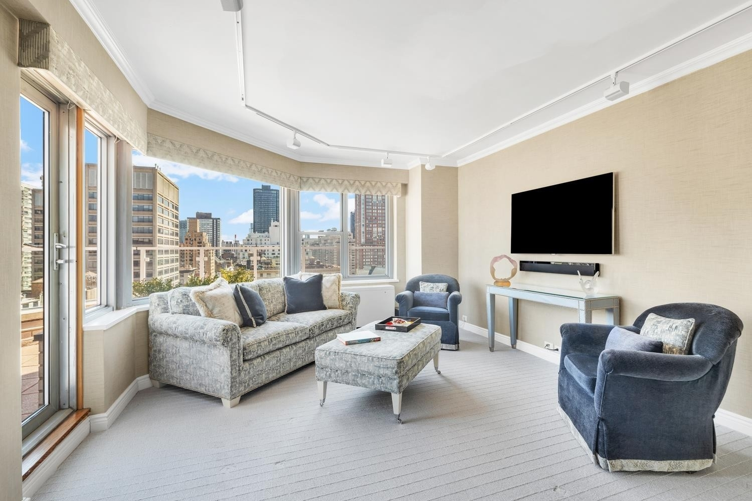 9. Co-op Properties for Sale at 650 PARK AVE , 19B Lenox Hill, New York, NY 10065