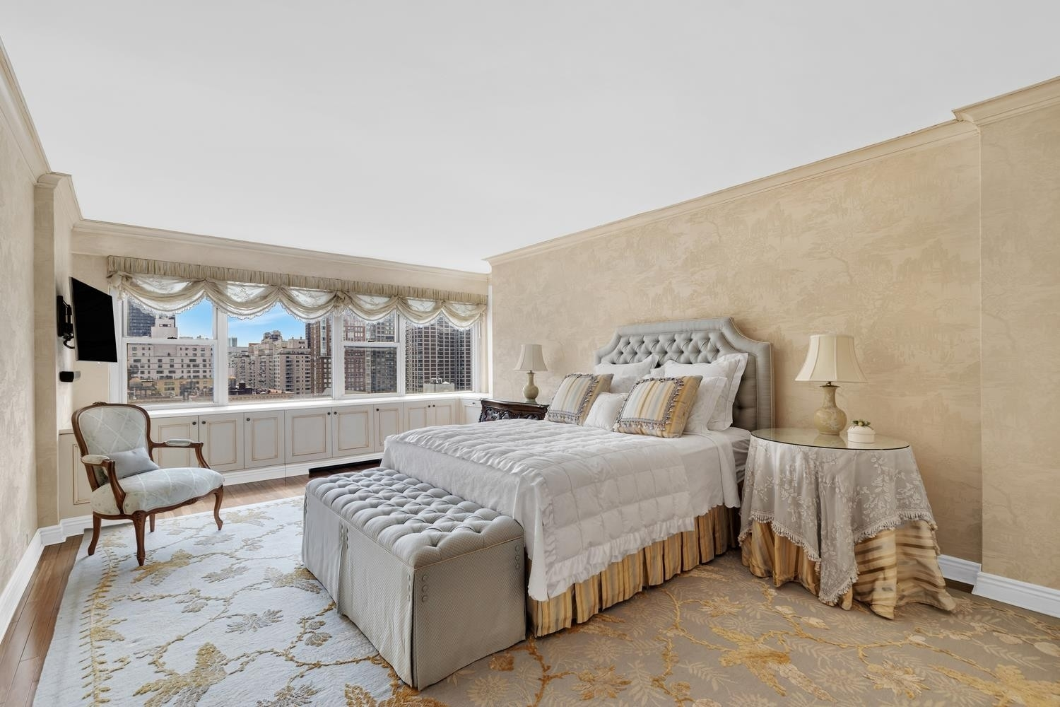 7. Co-op Properties for Sale at 650 PARK AVE , 19B Lenox Hill, New York, NY 10065