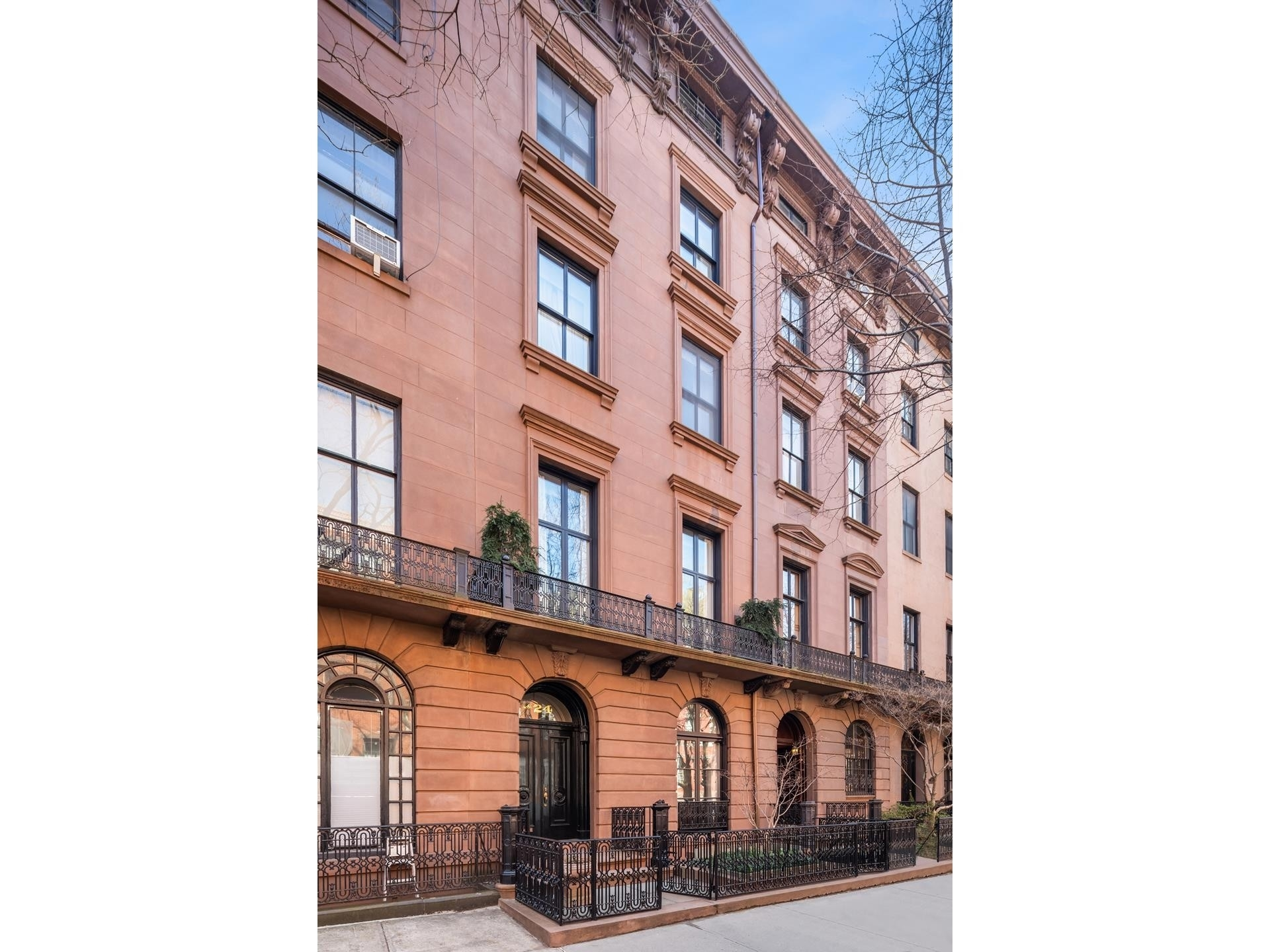 13. Multi Family Townhouse 為 特賣 在 24 W 10TH ST , TOWNHOUSE Greenwich Village, 纽约, NY 10011
