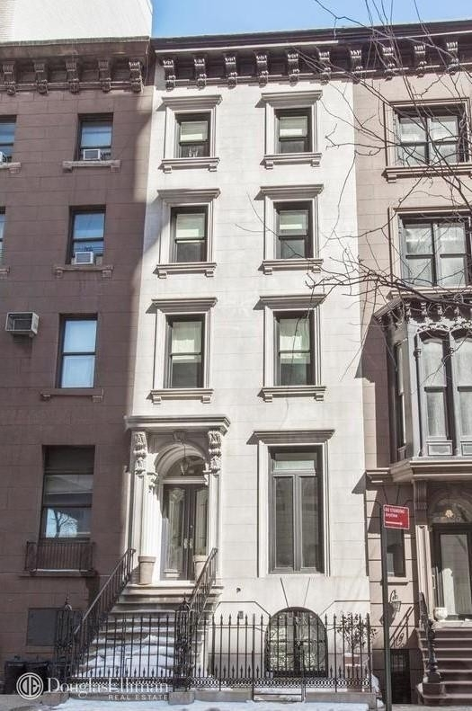 Casa unifamiliar unifamiliar por un Venta en 323 E 17TH ST , TOWNHOUSE Gramercy Park, New York, NY 10003