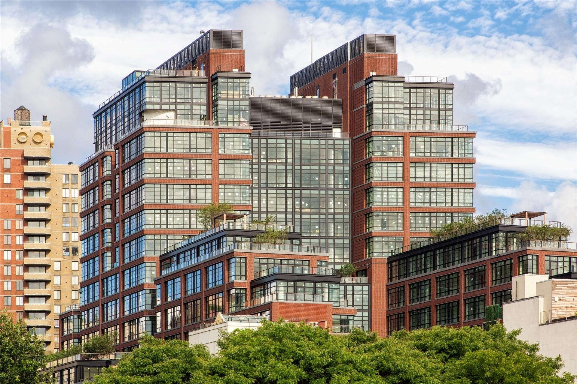8. Condominiums at 150 Charles St, 2DS New York