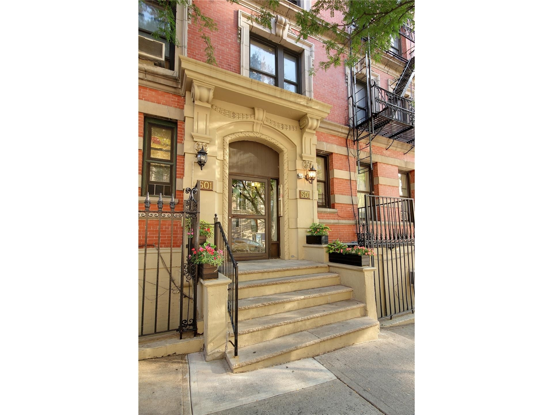 8. Co-op Properties por un Venta en 501 West 122nd St, A5 Morningside Heights, New York, NY 10027