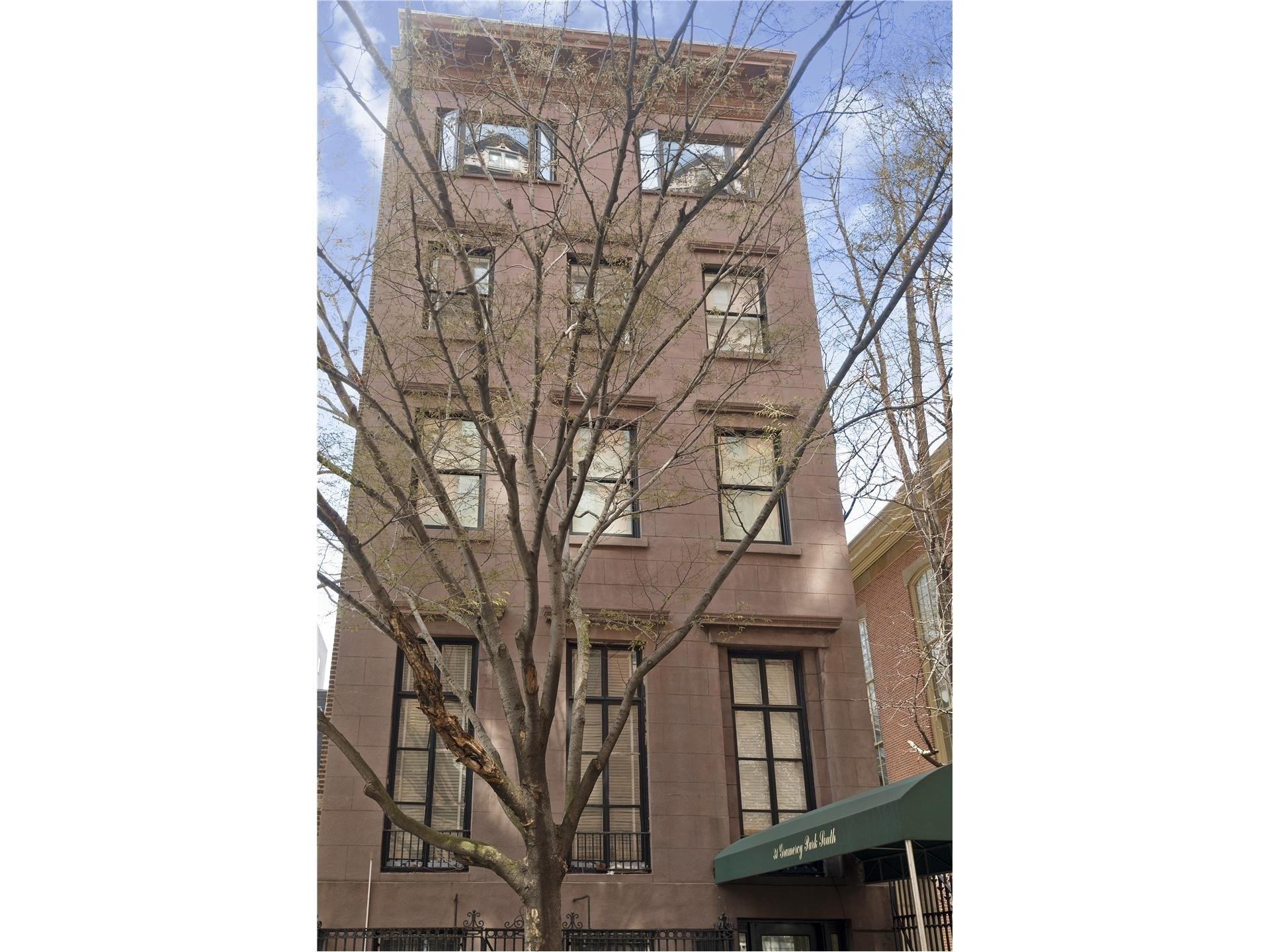 9. Co-op Properties at 31 Gramercy Park South, 4B Gramercy Park, New York