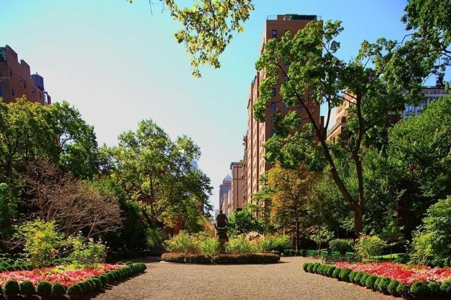 17. Co-op Properties for Sale at GRAMERCY OWNERS LTD, 44 Gramercy Park North, 4C Gramercy Park, New York, NY 10010