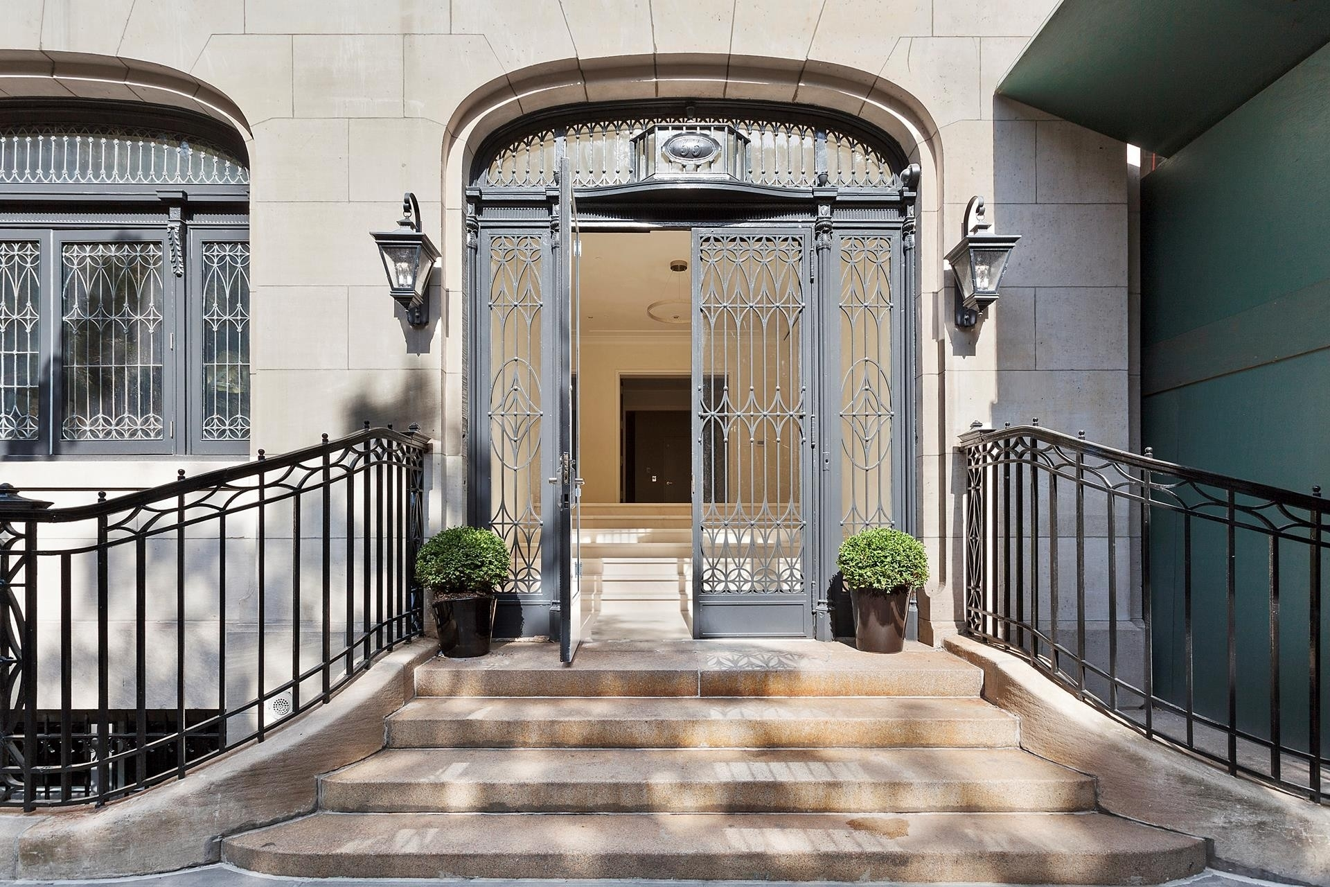 14. Condominiums for Sale at 33 East 74th St, TH Lenox Hill, New York, NY 10021