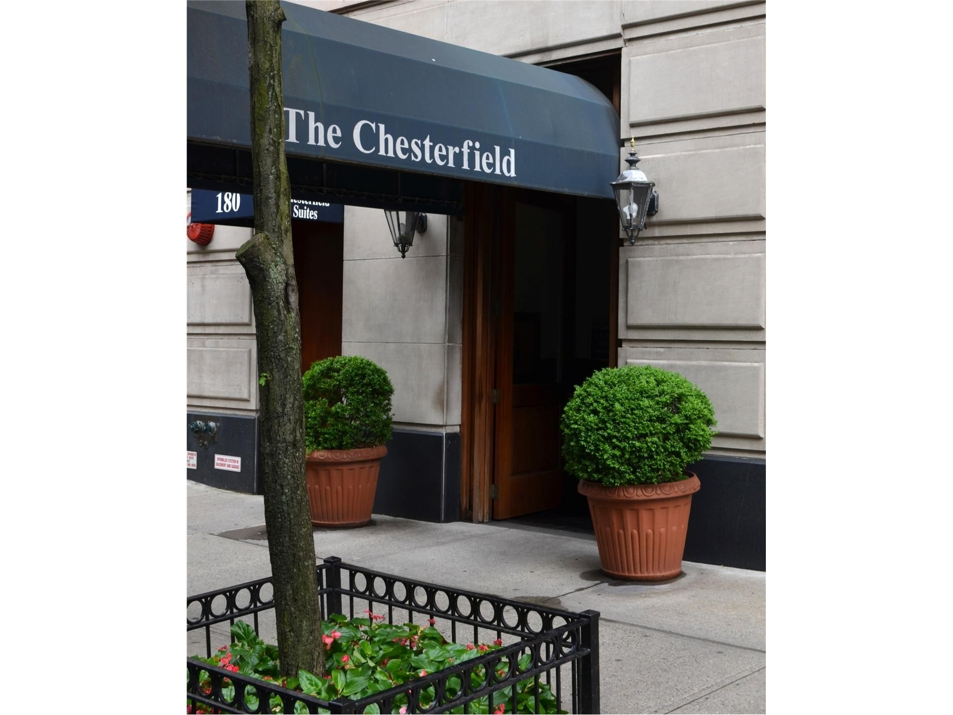 7. Condominiums pour l Vente à THE CHESTERFIELD, 186 W 80TH ST , 6M Upper West Side, New York, NY 10024