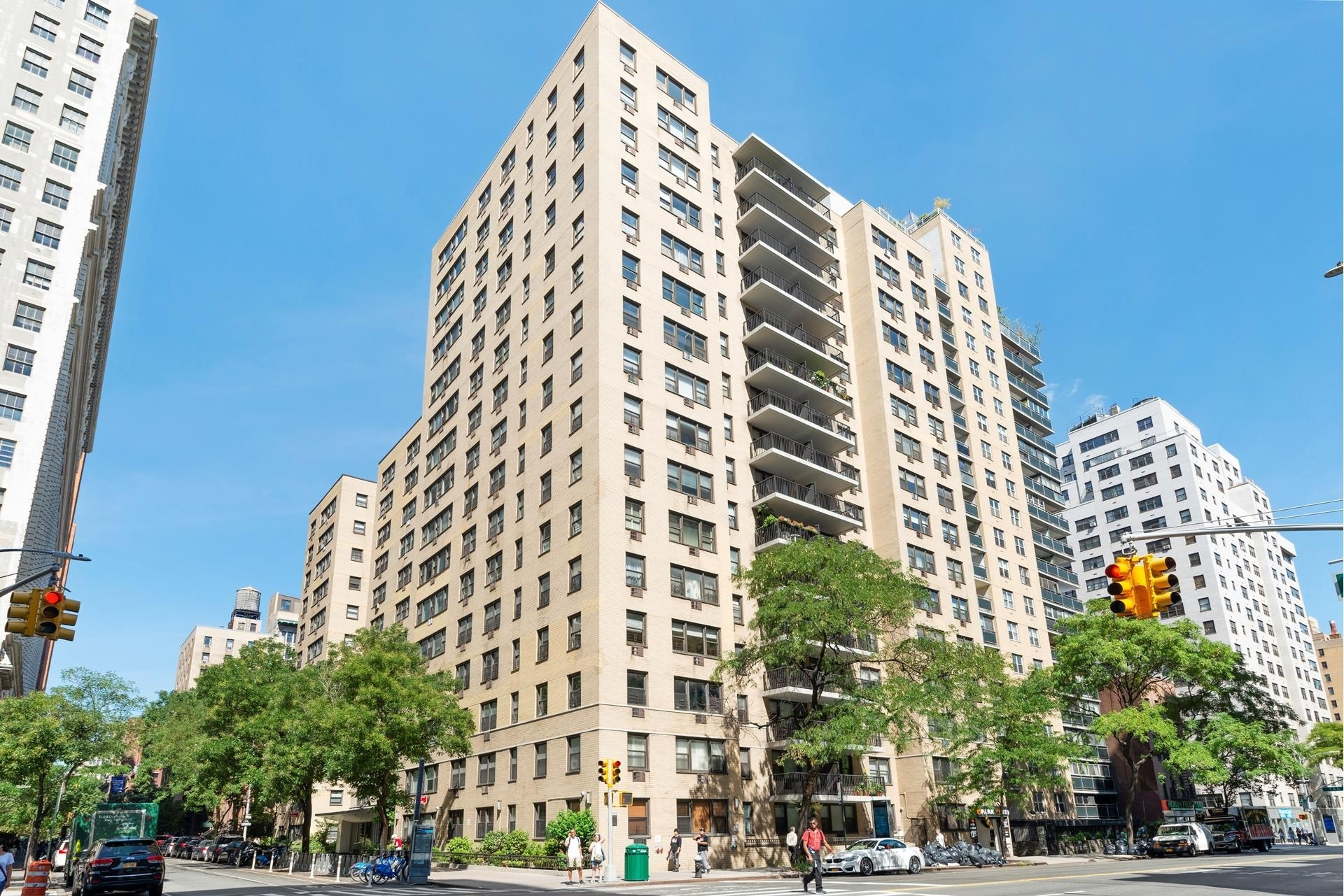 Co-op Properties в 145 East 15th St, 14B New York