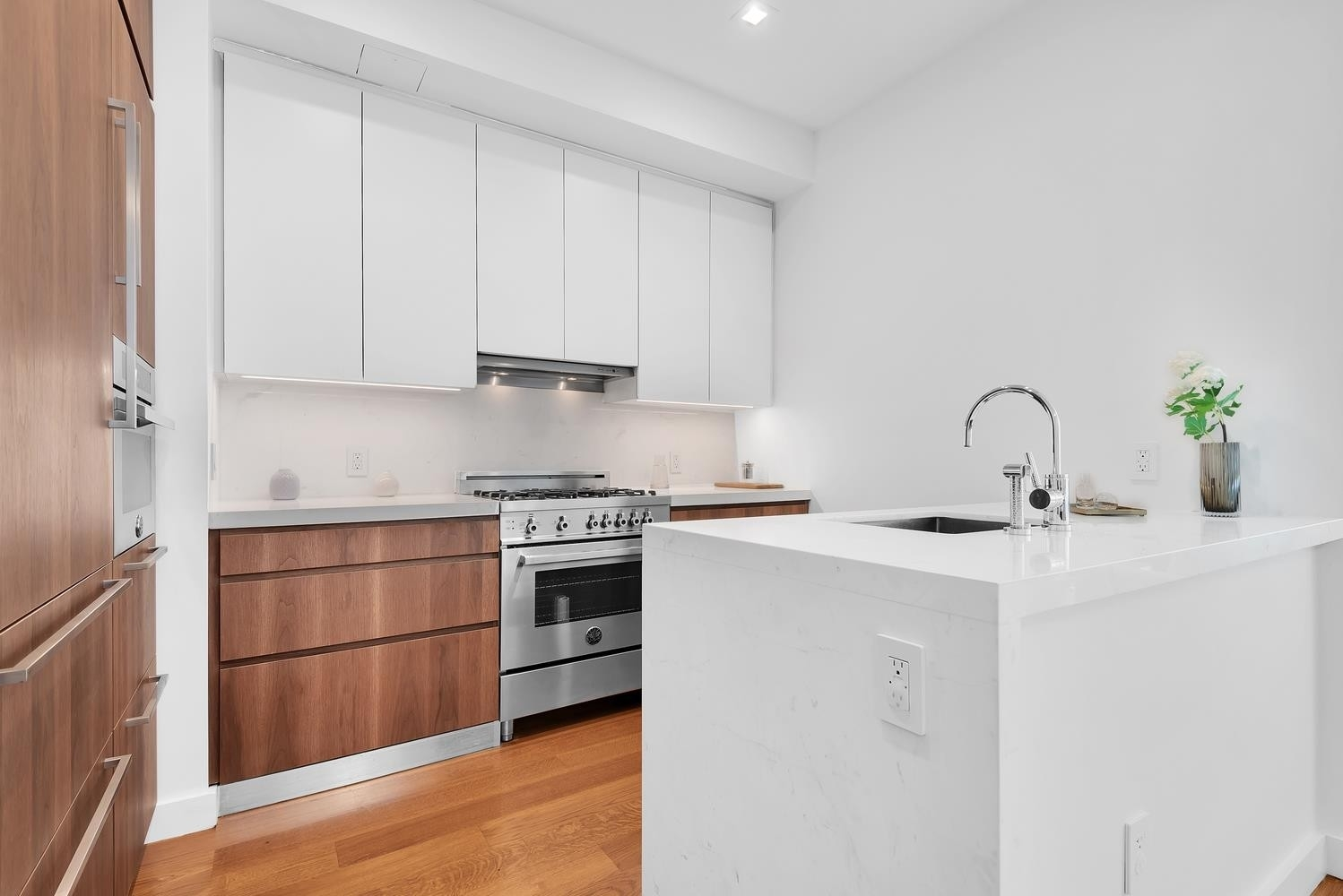 4. Condominiums for Sale at Citizen360, 360 E 89TH ST , 5C Yorkville, New York, NY 10128