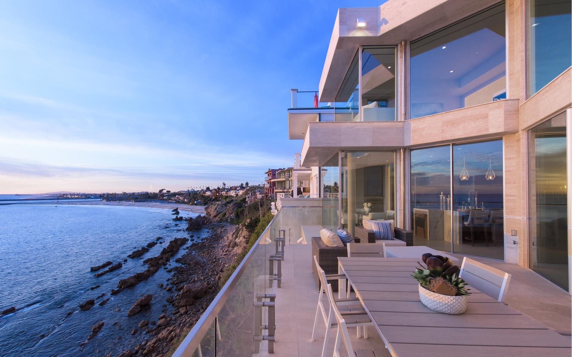 Single Family Home for Sale at Corona Del Mar, CA 92625