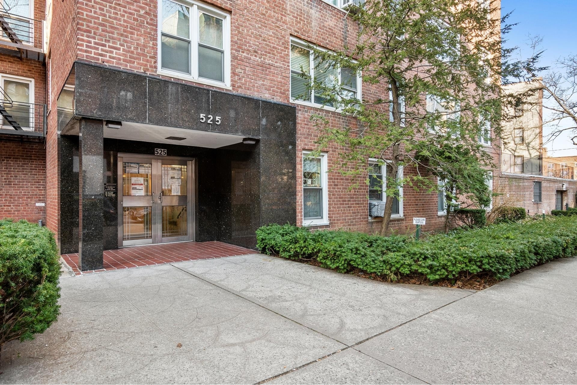 1. 建於525 West 236th St, Central Riverdale, Bronx, NY