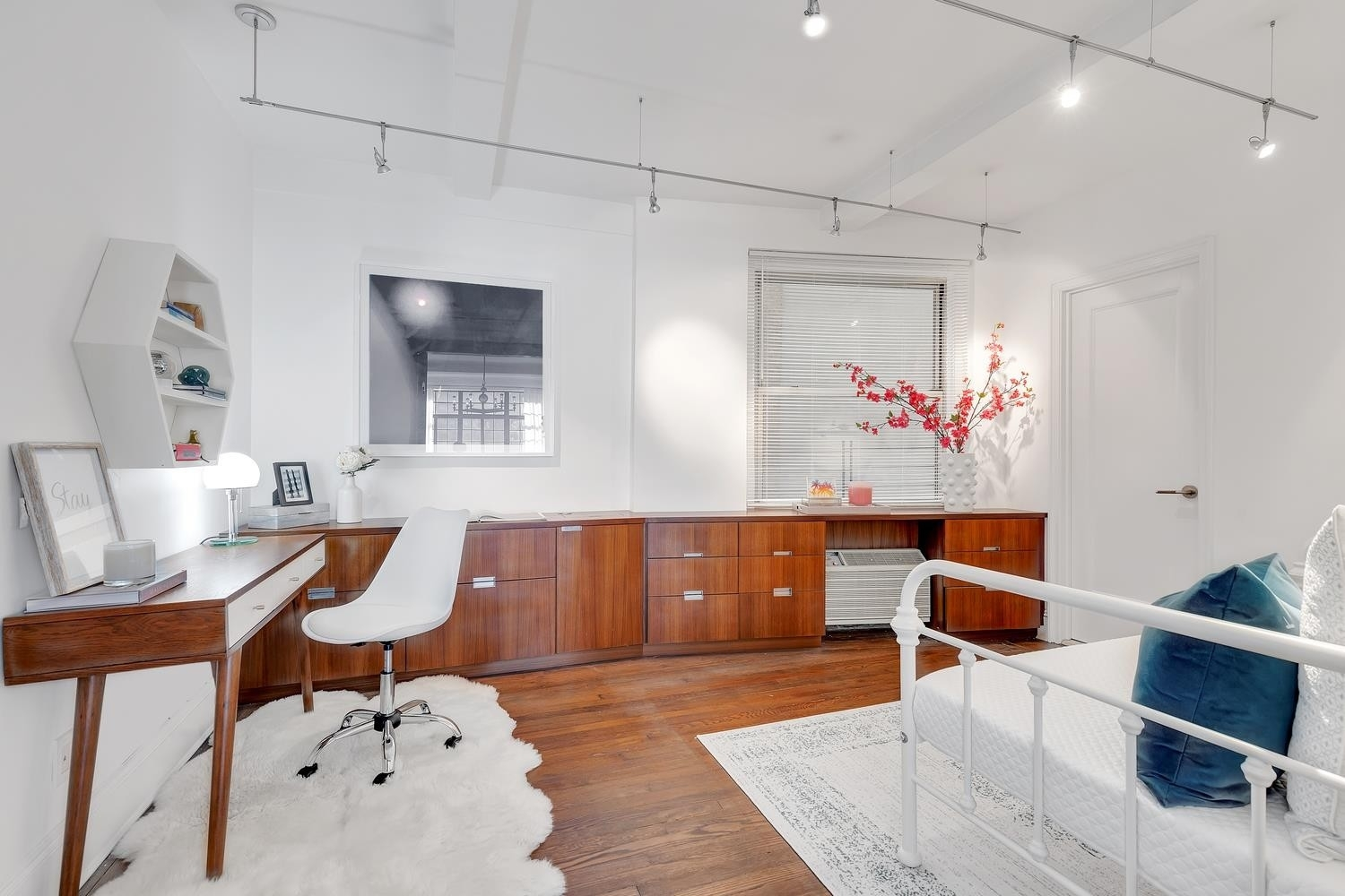 10. Co-op Properties for Sale at GRAMERCY OWNERS LTD, 44 Gramercy Park North, 4C Gramercy Park, New York, NY 10010
