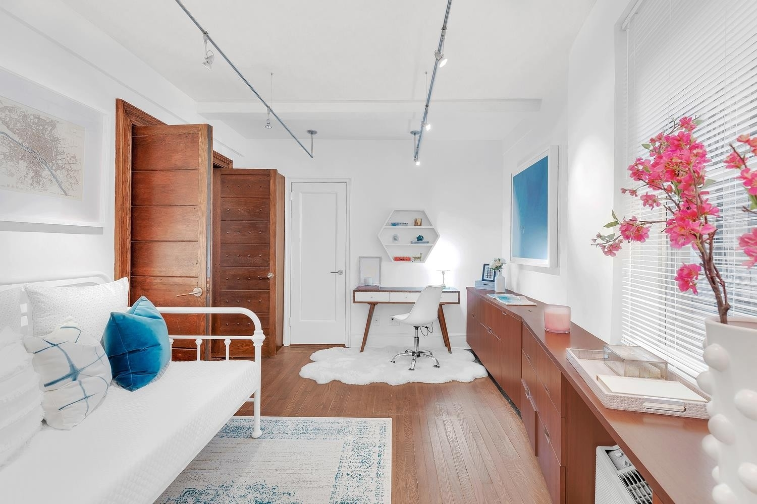 11. Co-op Properties for Sale at GRAMERCY OWNERS LTD, 44 Gramercy Park North, 4C Gramercy Park, New York, NY 10010