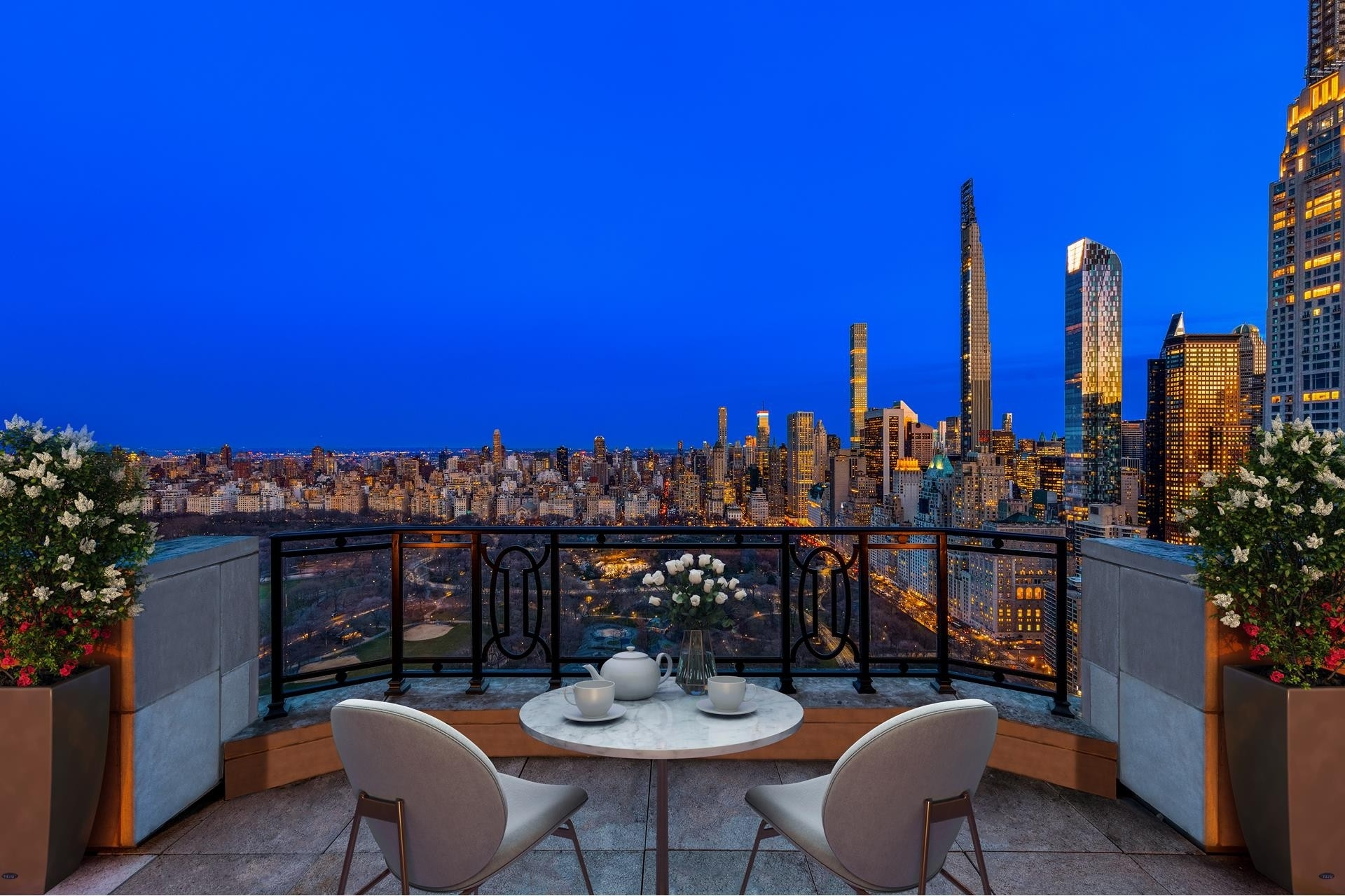 1. Condominiums для того Продажа на 15 Cpw, 15 CENTRAL PARK W, PH41 Lincoln Square, New York, NY 10023