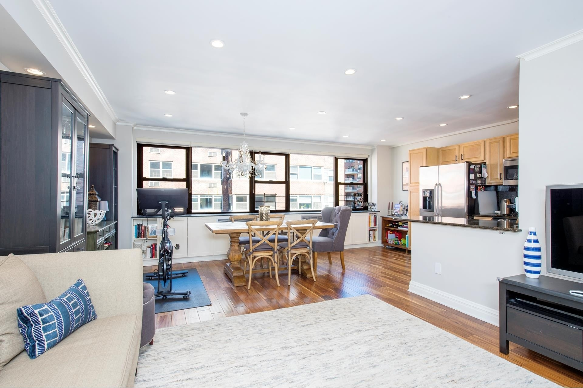 Co-op Properties в 233 E 69TH ST , 12N New York
