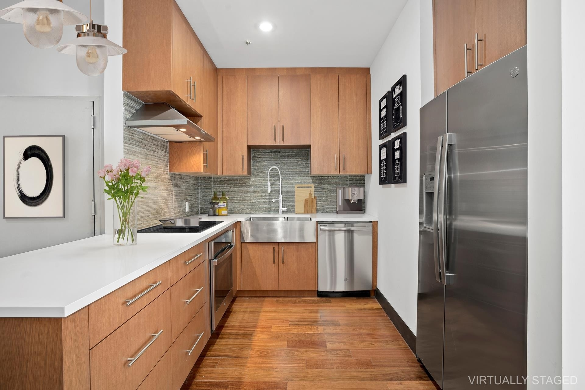 1. Condominiums for Sale at Greystone, 5-25 47TH RD , G2B Hunters Point, Queens, NY 11101