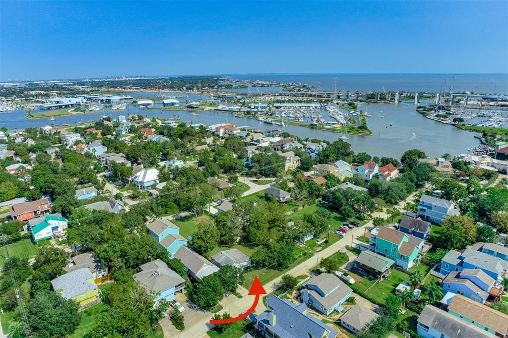 Property 在 Clear Lake Shores, TX 77565
