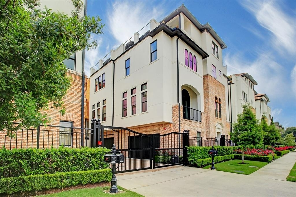 Single Family Townhouse for Sale at The Museum District, Houston, TX 77004