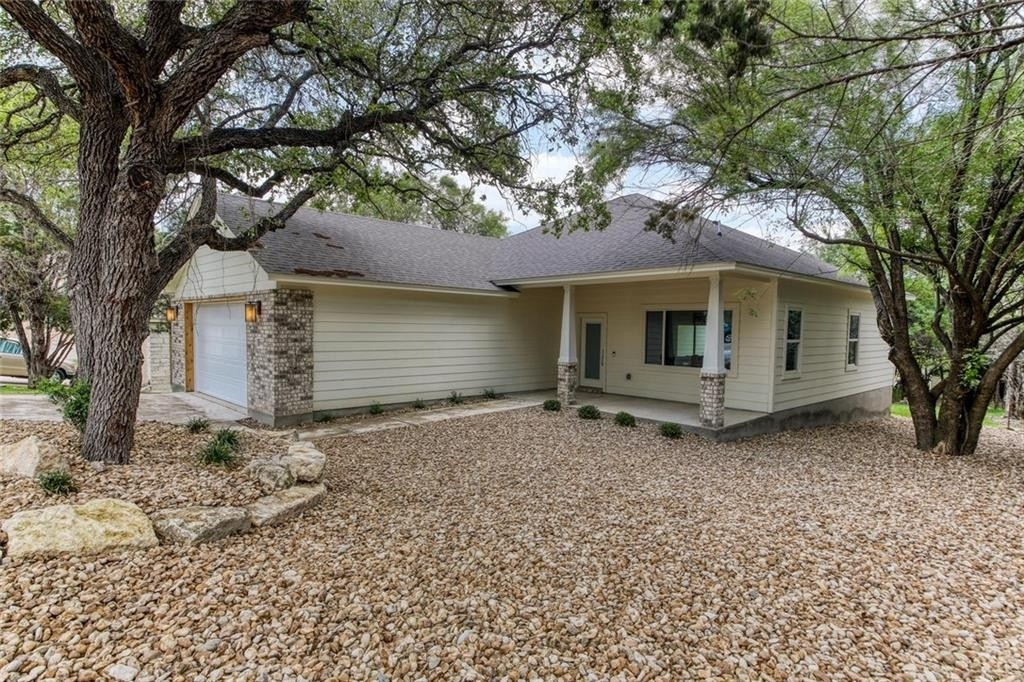 Single Family Home for Sale at Point Venture, TX 78645