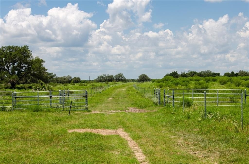 33. Land for Sale at Refugio, TX 78377