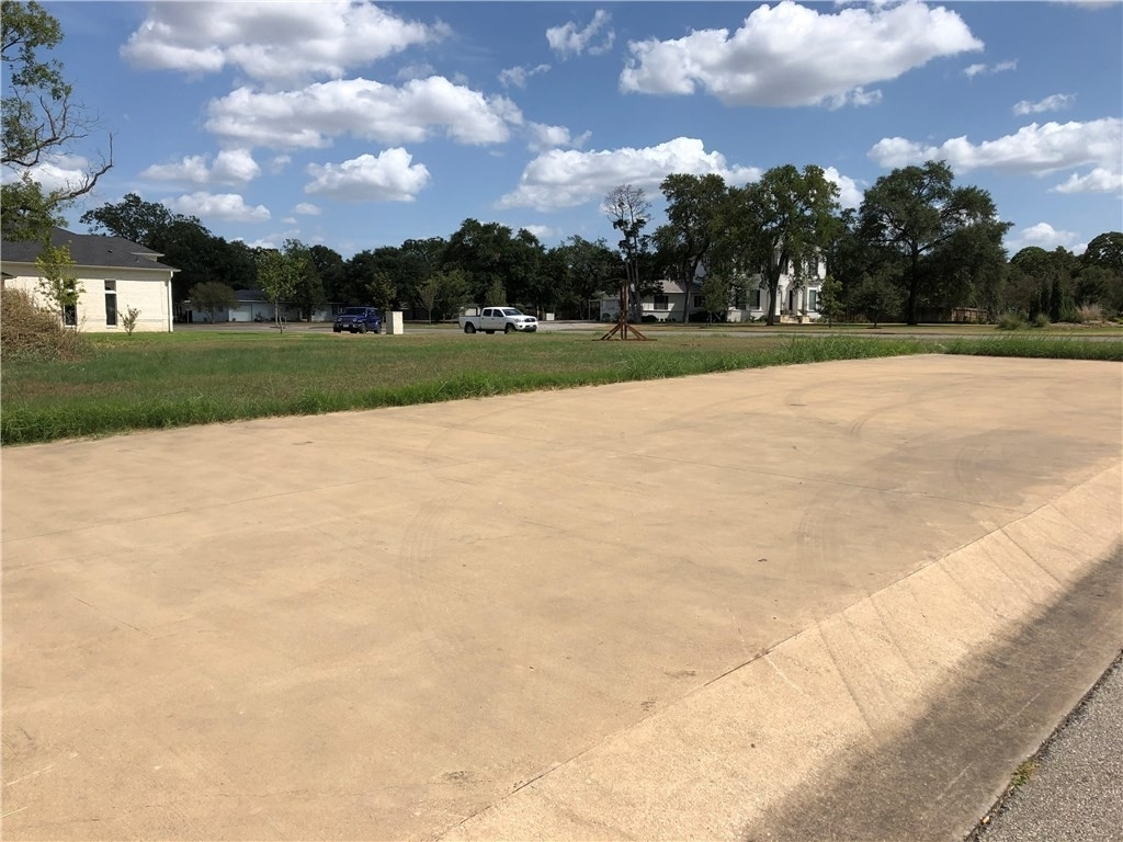 4. Commercial / Office at Giddings, TX 78942